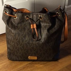 EUC Michael Kors Signature Jules Shoulder Bag